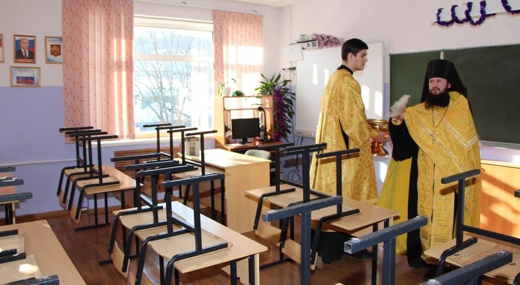 На Камчатке освятили школу, трое учеников которой трагически погибли