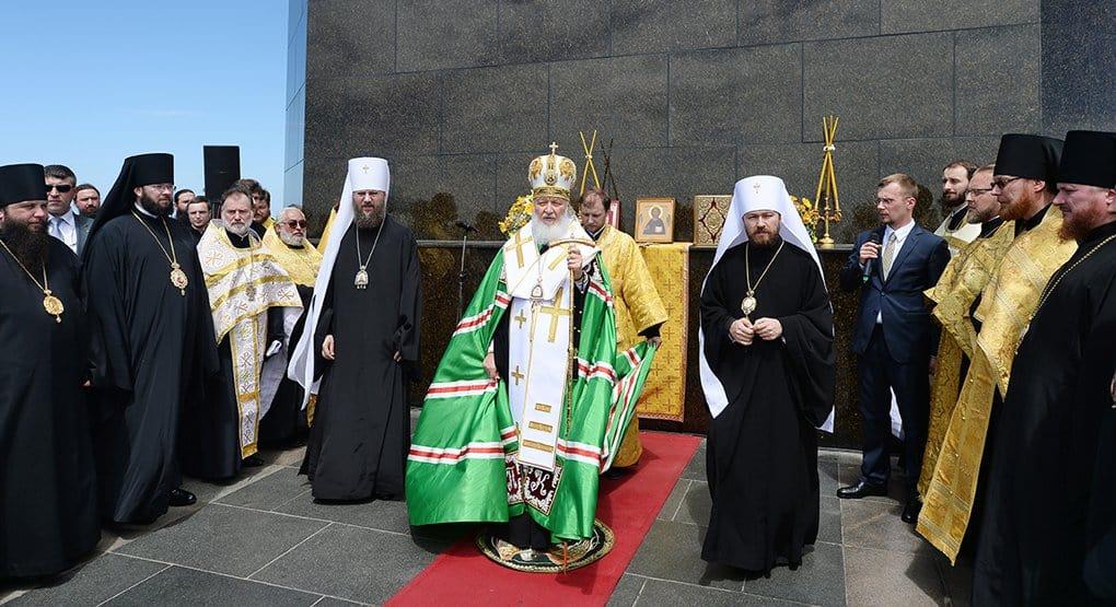 Патриарх Кирилл призвал православных и католиков «взяться за руки» в борьбе с дехристианизацией