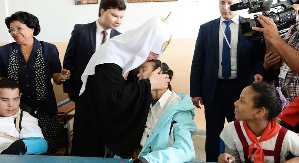 Патриарх Кирилл пообщался с детьми в реабилитационном центре Гаваны