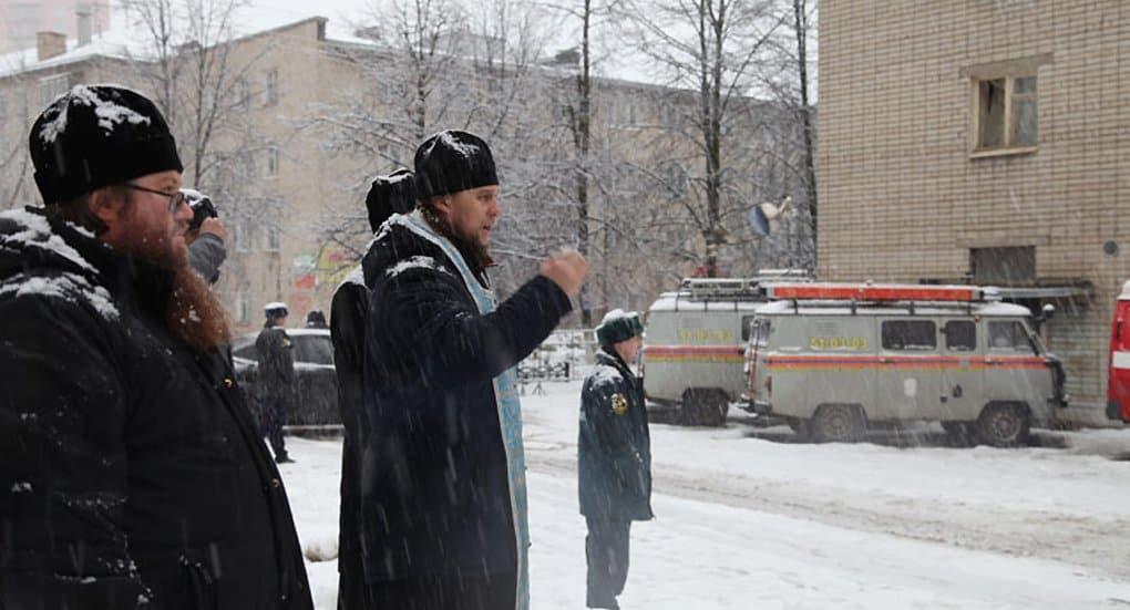 Священники Ярославской епархии помогают пострадавшим при взрыве жилого дома