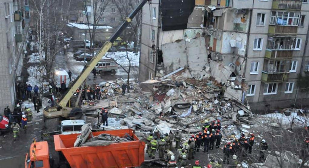 Священники дежурят на месте обрушения дома в Ярославле