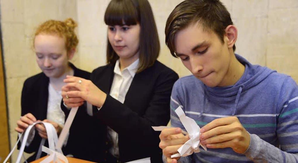 Школьники Петербурга дали старт ежегодной акции Детского хосписа «Белый цветок»