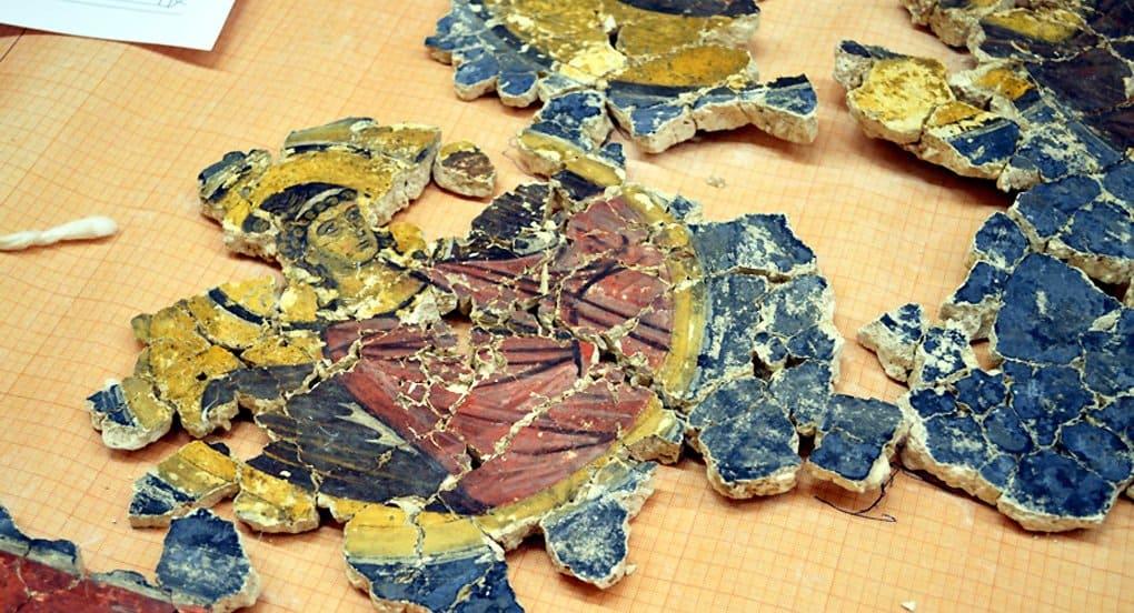 В Новгороде из сотен фрагментов восстановили фреску XV века