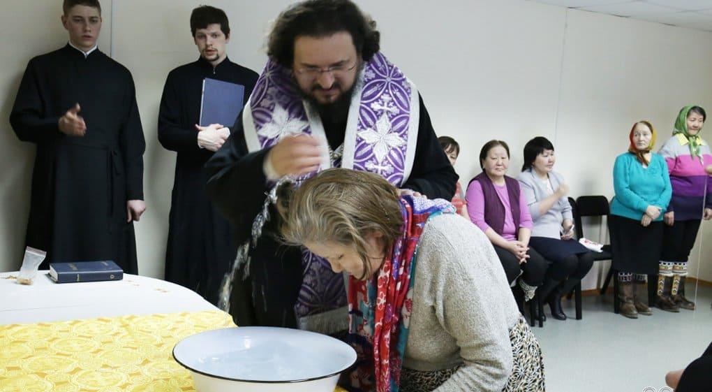 В заполярном селе впервые совершили Литургию и Таинство Крещения