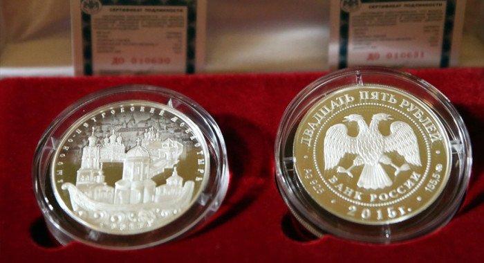 Монету в честь 700-летия Высоко-Петровского монастыря подарили ГИМу
