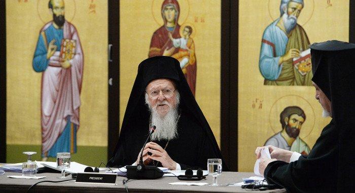 Греческий митрополит призвал Патриарха Константинопольского не давать автокефалию раскольникам на Украине