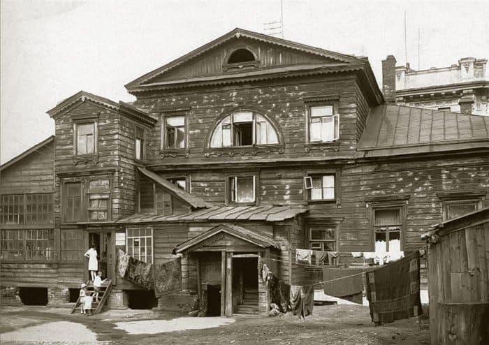 Дом Хвостовых-Чибисовых у Покровских ворот. Недалеко отсюда в30-х гг. жила блаженная Матрона. Фото 1930-е гг.