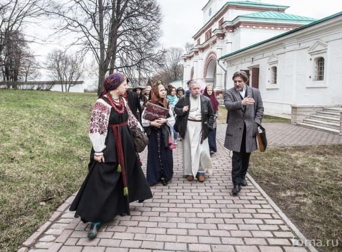 2016-04-19,A23K9696, Москва, Глазунов, выставка, s
