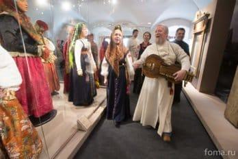 2016-04-19,A23K9990, Москва, Глазунов, выставка, s
