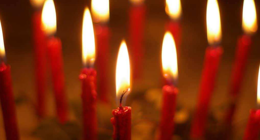 В чем различия церковных свечей - красные, Иерусалимские, Сретенские?