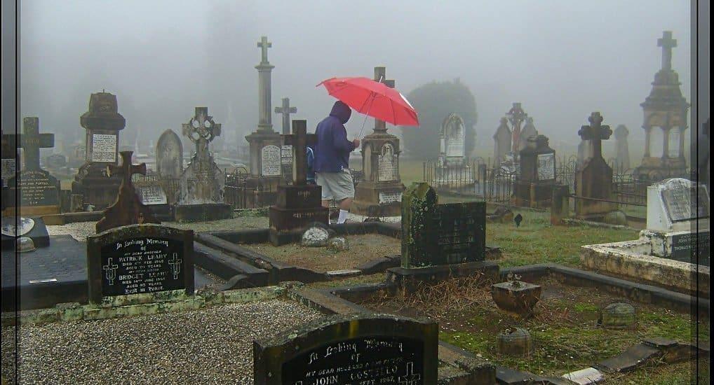 Ходят ли на Пасху на кладбище?