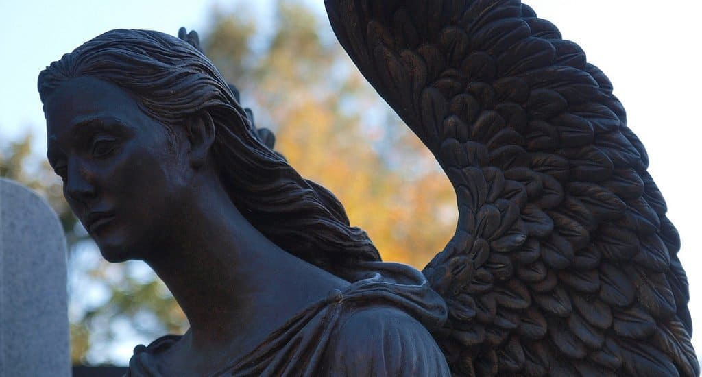 Посещать кладбище на Пасху?