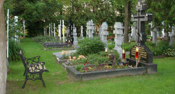 Почему на Пасху ездят на кладбище?