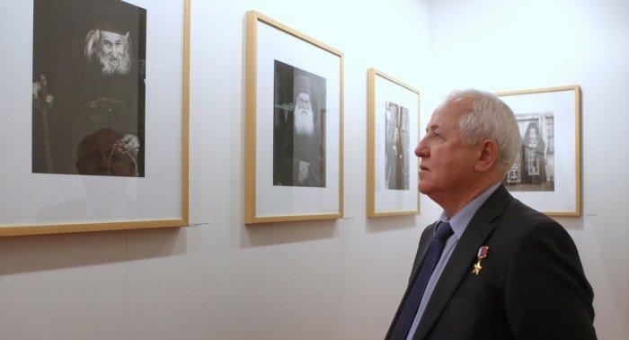 Депутатам Госдумы показали русский Афон на фотографиях