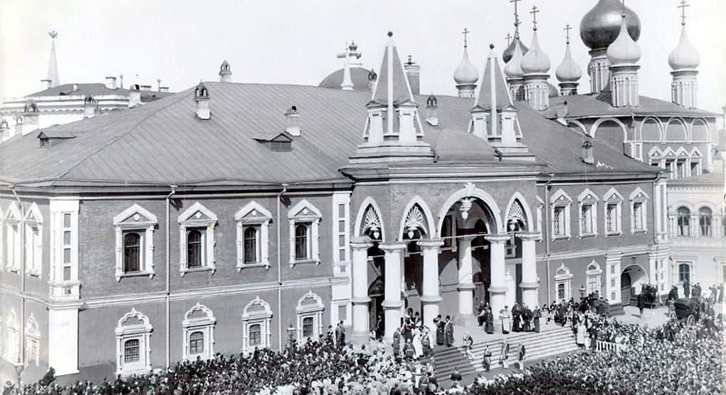 Фундамент Чудова монастыря из надгробий нашли в Московском Кремле