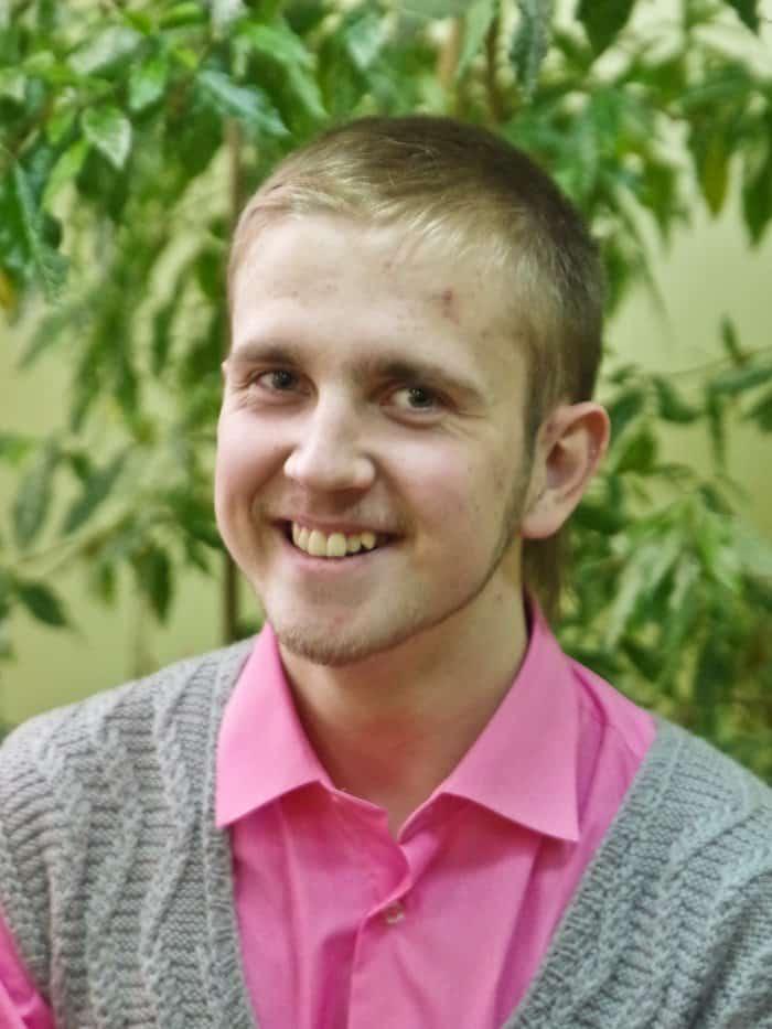 Дима Даутов, выпускник гимназии, студент первого курса Нижегородской медицинской академии. Помимо занятий медициной, он еще и пробует свои силы в журналистике и художественной литературе.