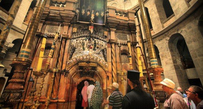 Украинских раскольников не допускают к сослужению в храме Гроба Господня, - митрополит Иларион