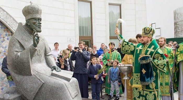 Первый памятник приснопамятному митрополиту Владимиру установили в Киеве