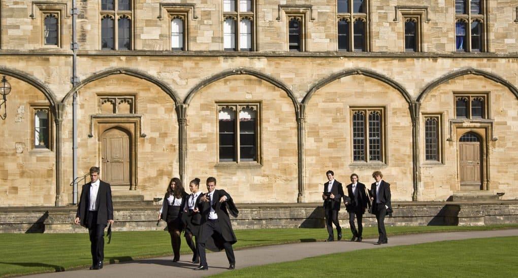 Впервые студентам-теологам Оксфорда разрешили не изучать христианство