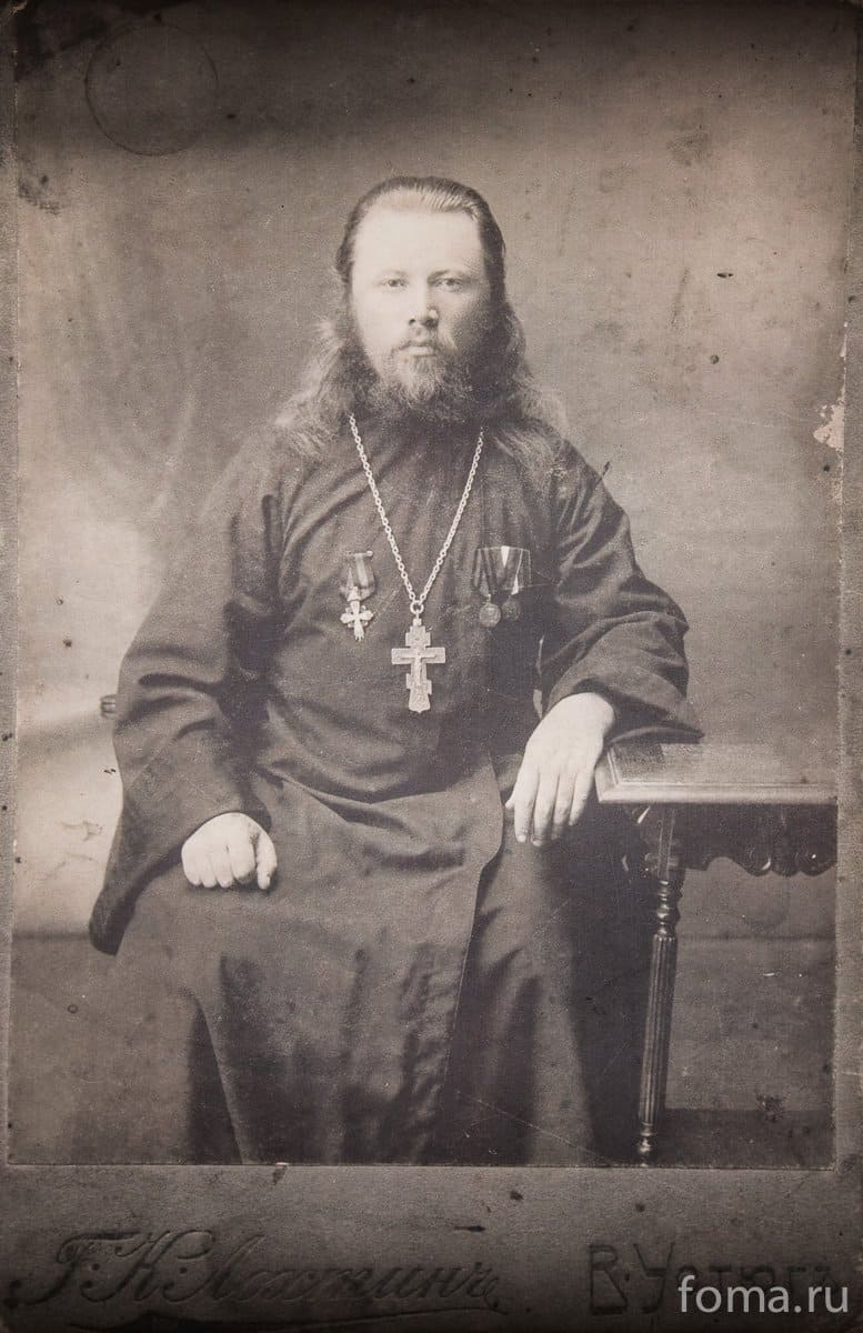 В 1909 году настоятелем Среднепогостского прихода стал священник Константин Павлов, который служил здесь до 1917 года