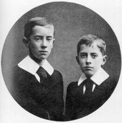 Джон и Хилари Толкины в 1905 году