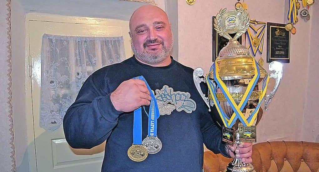 Одесский священник стал двукратным чемпионом Украины по пауэрлифтингу