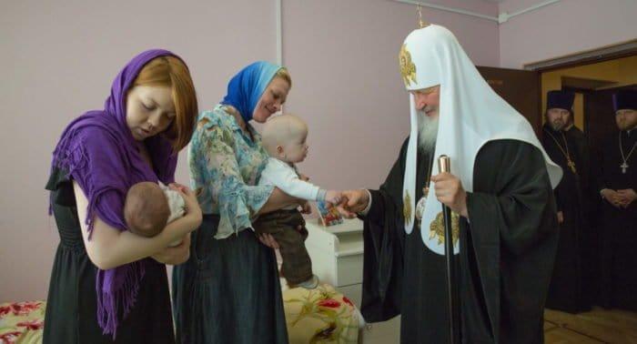 Патриарх Кирилл сообщил, что Церковь продолжит создавать центры материнства