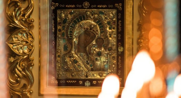 Почему молитва перед иконой— не идолопоклонство?