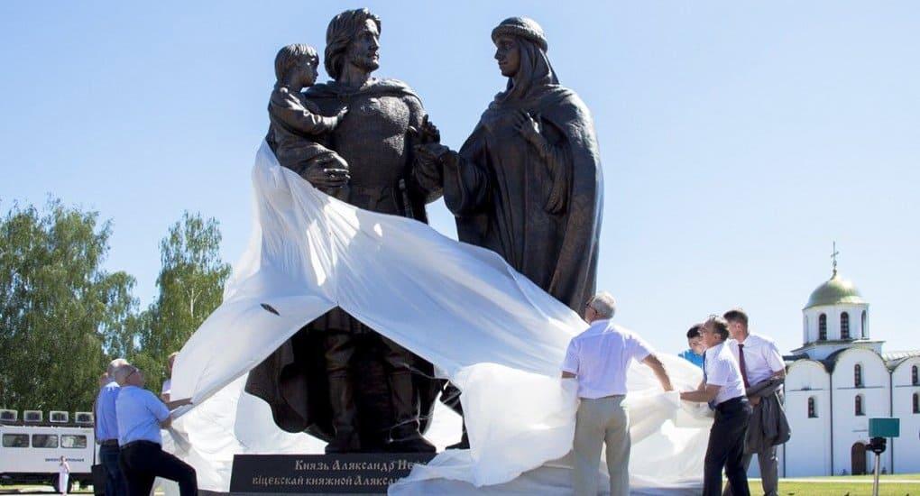 Редкий памятник Александру Невскому с семьей установили в Витебске