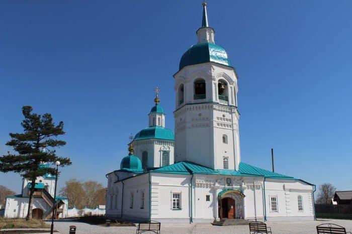 Главное сооружение Спасо-Преображенского мужского монастыря в Енисейске. Памятники архитектуры. Основное здание было построено в 1731-1756гг.
