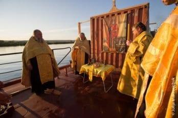 Братская епархия, Корабль, Всенощная, Петр и Павел