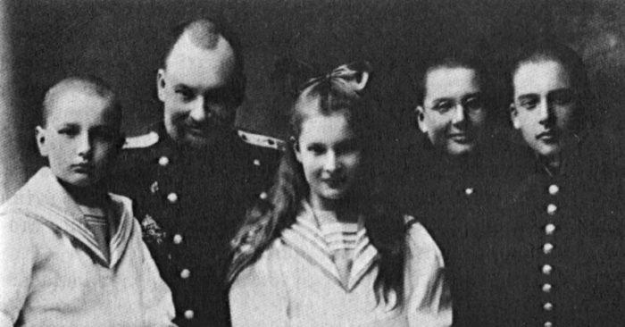 Евгений Боткин со своими детьми - Глебом, Татьяной, Юрием и Дмитрием, 1910