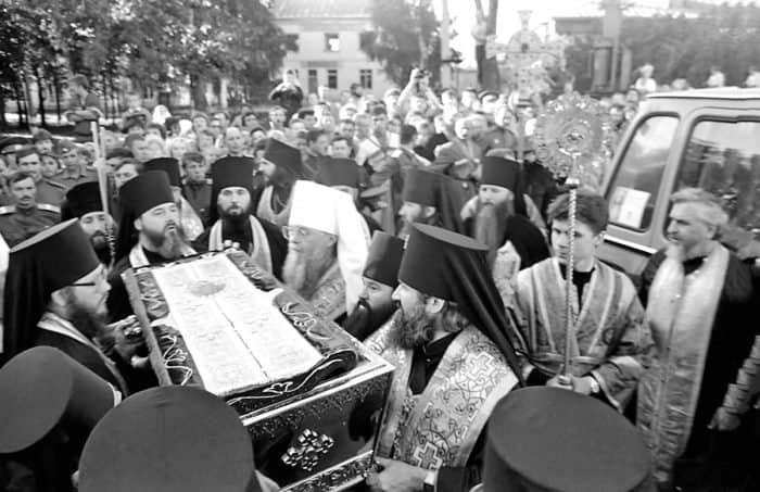 Прибытие мощей преподобного Серафима Саровского вДивеево 31 июля 1991 года. Фото Романа Яровицына