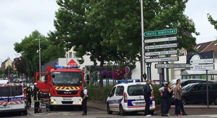 В результате нападения неизвестных на церковь во Франции погиб священник