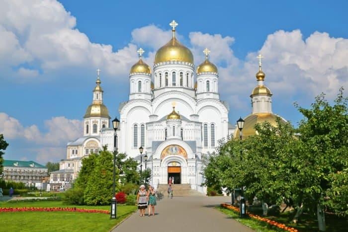 { Дивеевский монастырь внаши дни. Фото Владимира Ештокина