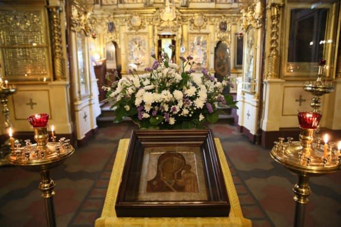 В Никольском храме находится чтимый список Казанской иконы Божией Матери, , написанный вскоре после обретения Казанской иконы в 1579 году. Фото Владимира Ештокина