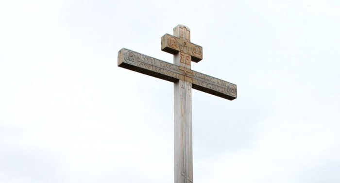 На могиле неизвестного русского помора в Норвегии установили крест