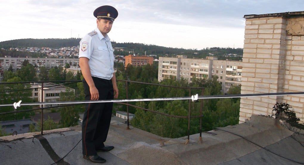 Полицейский спас от самоубийства девушку-подростка в Иркутской области