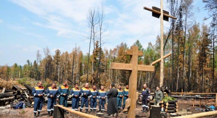 На месте крушения Ил-76 МЧС России создали мемориал