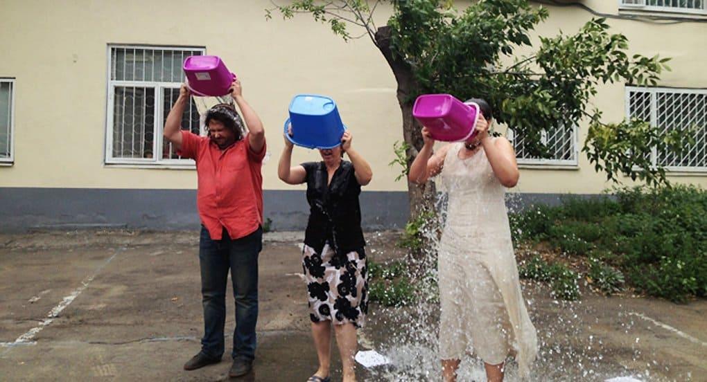 Флешмоб по обливанию водой помог понять причины бокового амиотрофического склероза