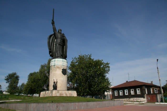 Памятник Илье Муромцу. Фото Владимира Ештокина