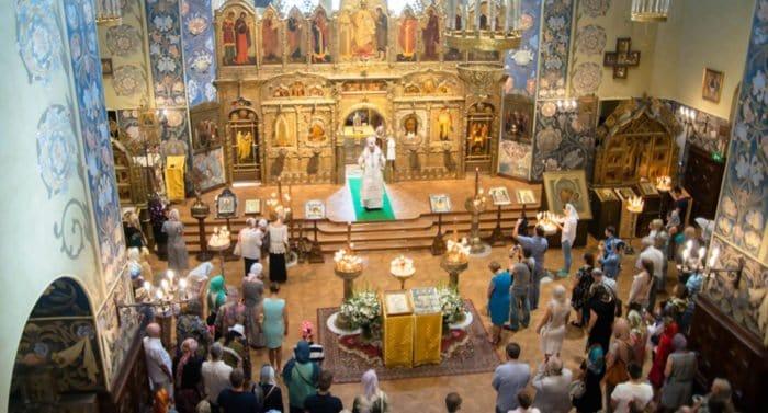 Православные Ниццы молятся о жертвах теракта и помогают их родным