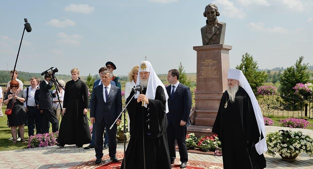 Патриарх Кирилл вместе с главой Татарстана открыли памятник Гавриилу Державину