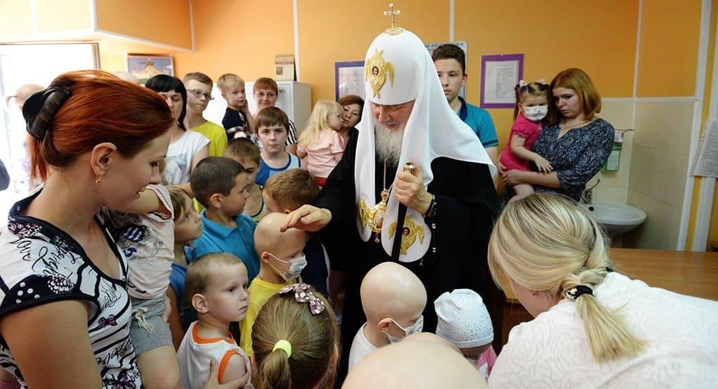 Патриарх Кирилл пообщался с онкобольными детьми в орловском медцентре