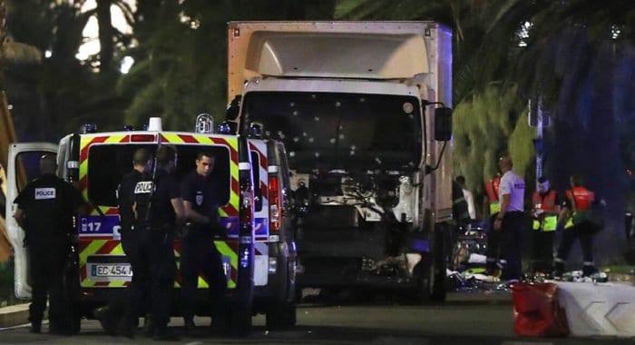 Террориста на машине в Ницце остановила женщина-полицейский