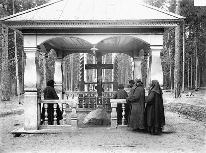 Место, где молился преподобный Серафим Саровский. 1903