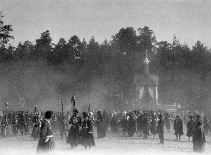 В Дивеево в 1903 году прибыло около 300 тысяч паломников и более 500 священнослужителей