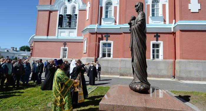 Патриарх Кирилл освятил на Валааме статую Богородицы и часовню Всех святых