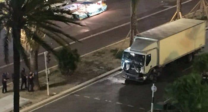 Несколько десятков человек погибло в результате теракта в Ницце