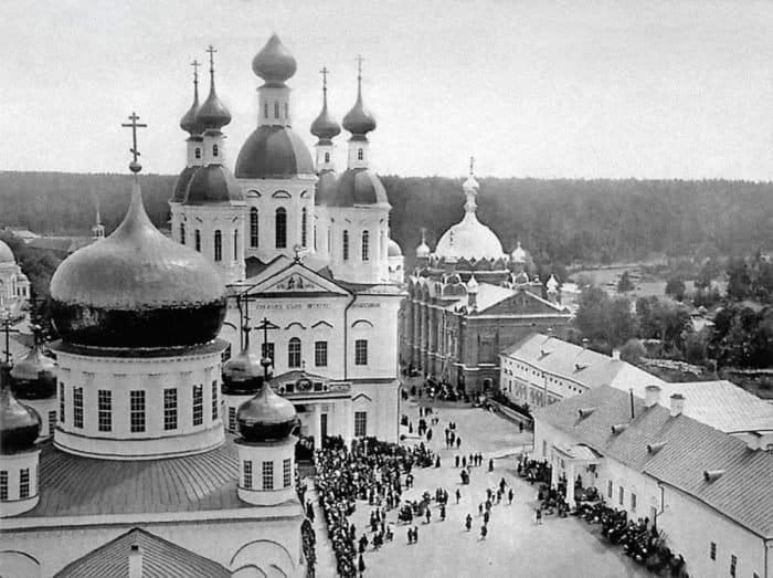Встреча Императорской семьи, прибывшей на торжества прославления святого, вСарове. 1903 г.
